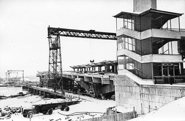 Спорудження мосту Метро