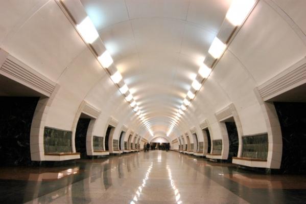 """Станція """"Дорогожичі"""". Центральний зал."""
