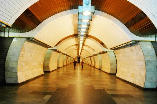 """Станція """"Печерська"""". Центральний зал."""