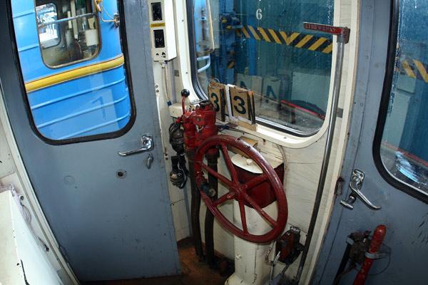 Вагон типу Єж. Ручні аварійні гальма. / Вагон типа Еж. Ручной аварийный тормоз / Wagon of type Ezh. Emergency brake.