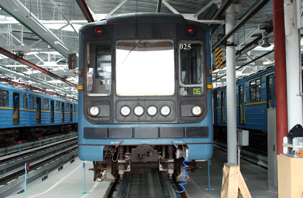 "Вагон 81-717 у депо ""Харківське"" / Вагон 81-717 в депо ""Харьковское""  / Wagon of type 81-717 at the ""Kharkivske"" depot"