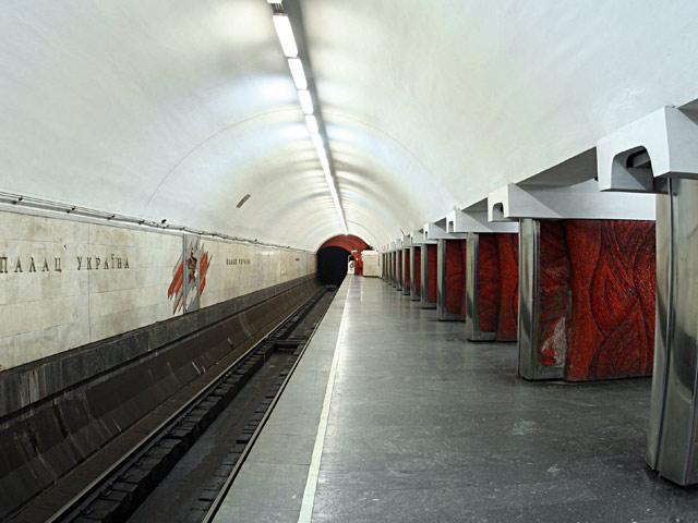 """Палац """"Україна"""". Платформа."""