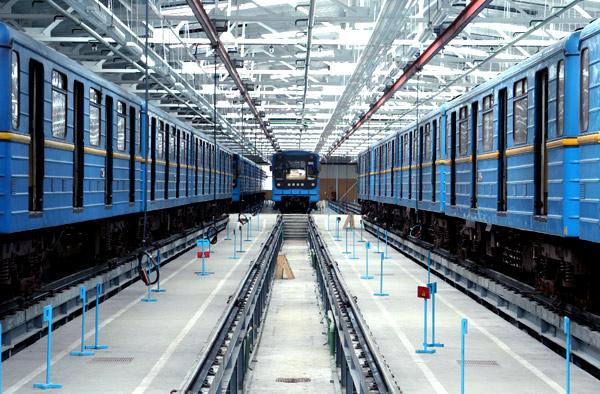 "Вагон 81-717 в ТЧ-3 ""Харківське"" / Вагон 81-717 в ТЧ-3 ""Харьковское"" / Wagon 81-717 at ""Kharkivske"" depot"
